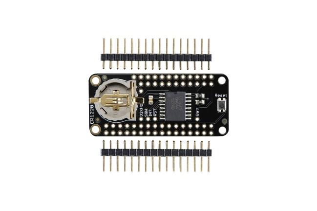 A product image for Carte d'horloge de précision FeatherWing (RTC)